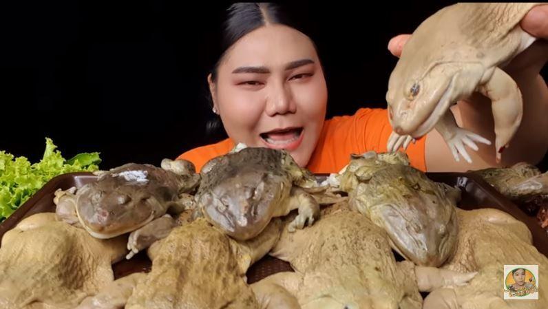 快吐了...百萬網紅「超驚悚吃播片」瘋傳 網嚇傻:連中國人也沒這樣