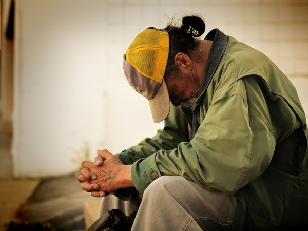妻離世24年...保全爸獨自扶養2兒女 遭丟包8年「一天吃一餐」:提告了