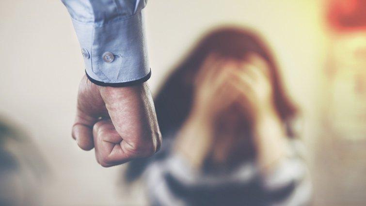 碩士兒壓力大...拿「金屬大鎖」狠砸68歲母下面 被起訴後辯:我有心理病