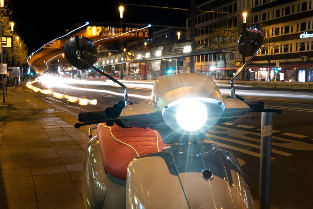 機車「改LED燈」沒驗車收罰單!女騎士委屈求情:沒聽說