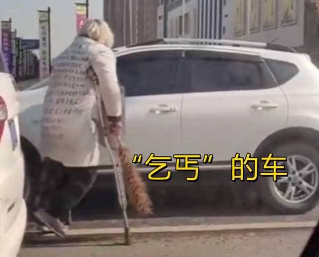 乞丐要完錢「轉身去銀行」 霸氣奔VIP...捐錢善男怔:是我5倍