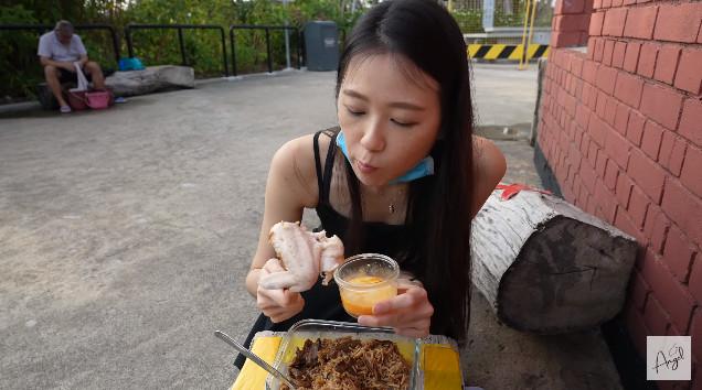 丟臉到國外?台女網紅新加坡「溫泉煮雞翅」 當地人罵爆:滾回去