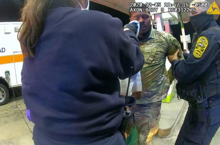 白人警無故「噴黑人軍官辣椒水」 他崩潰:為國家效力,卻這樣對待我?