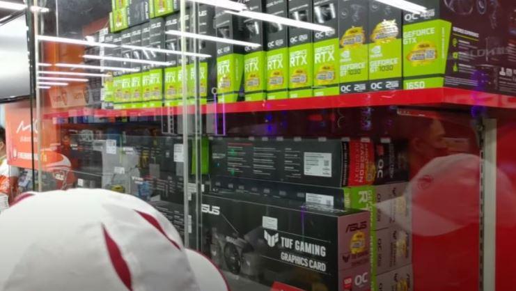 影/逛台灣電腦店「一整排顯示卡」 老外羨慕狂喊:這是天堂!