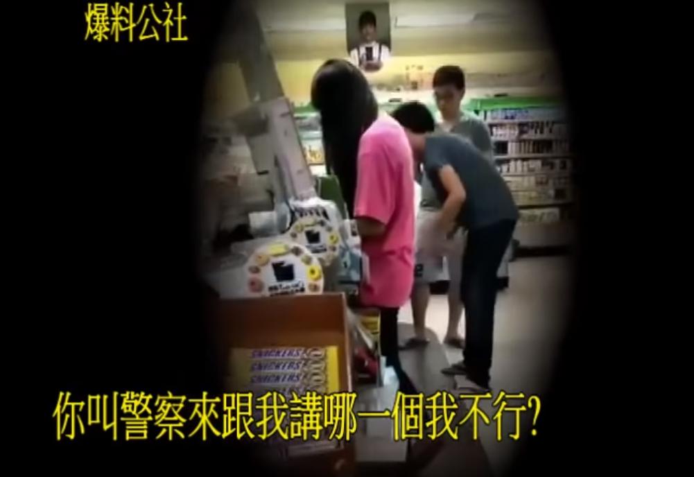 插隊被糾正...他掏「千元鈔買糖」一顆顆結帳 狠嗆「讓大家排隊」