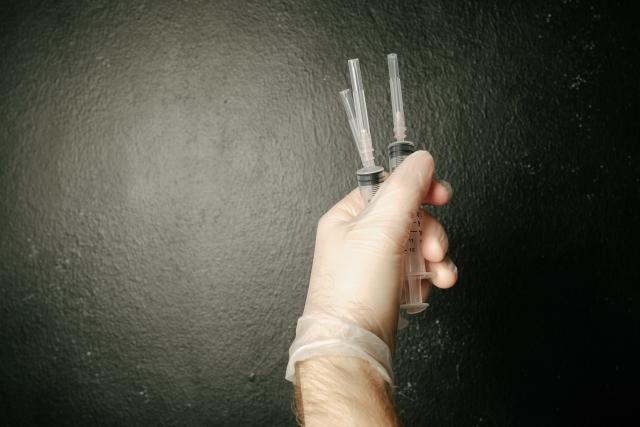38名學生「共用12根針頭」採血 老師身分起底「宜蘭女主治醫生」