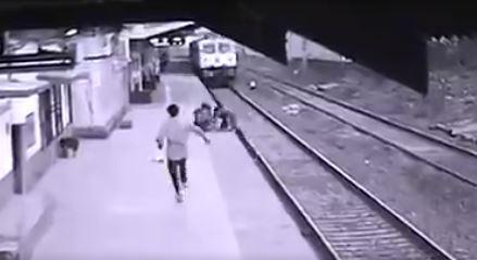 影/男童「跌落鐵軌」火車快進站!車站人員「死命衝60公尺」一手抱起