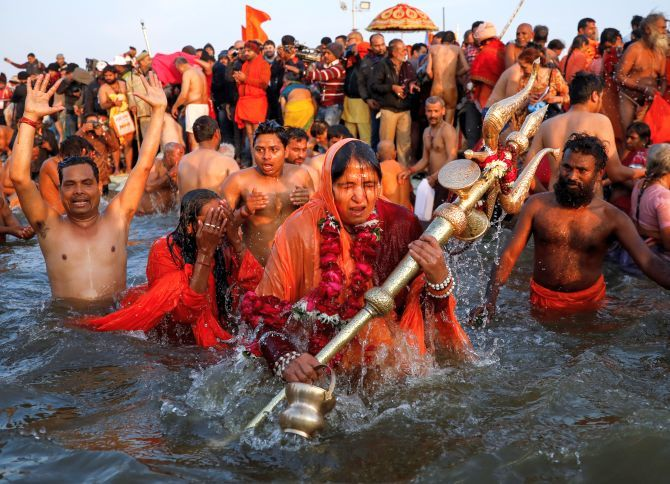 印度大壺節辦「2萬人共浴」不甩疫情 信徒:恒河保佑我們