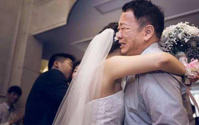 女兒出嫁...老爸霸氣「買一間房子」等待:是她永遠的避風港