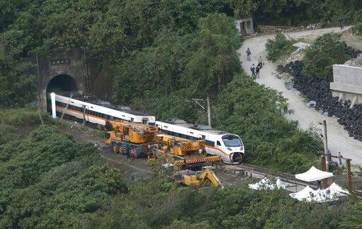 台鐵怎麼救?乘客:同意漲票價「10%或千元左右」