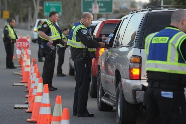 男躲臨檢被「警狂追32公里」 攔下一看「副駕駛已亡」