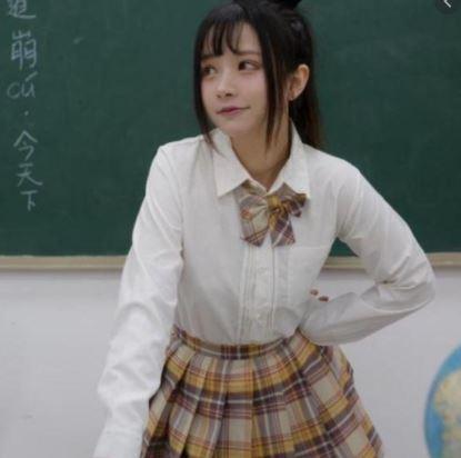正妹老師穿「高中妹制服」授課!家長氣炸:小孩會被誘惑