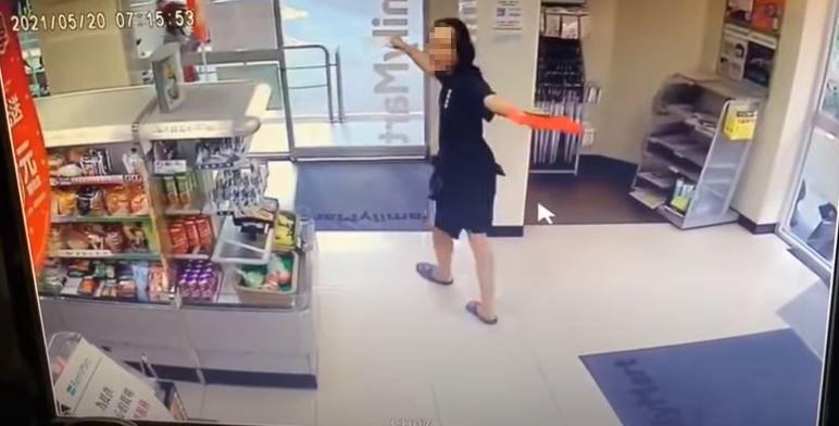 影/超商拒戴口罩...新北方唐鏡「我進來啦!我又出去啦」 獻「藏頭詩」道歉了