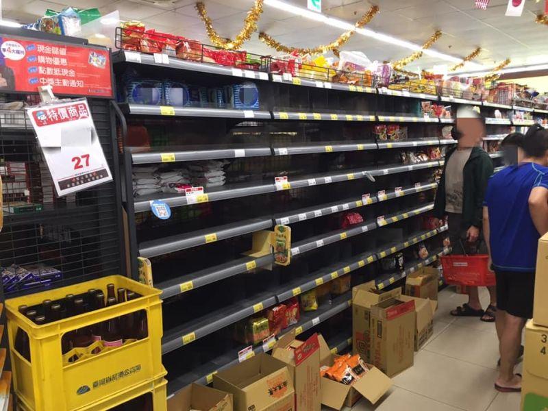 超市結帳見「前面顧客只拿一包」 細看嚇壞「疫情真的要出事了」
