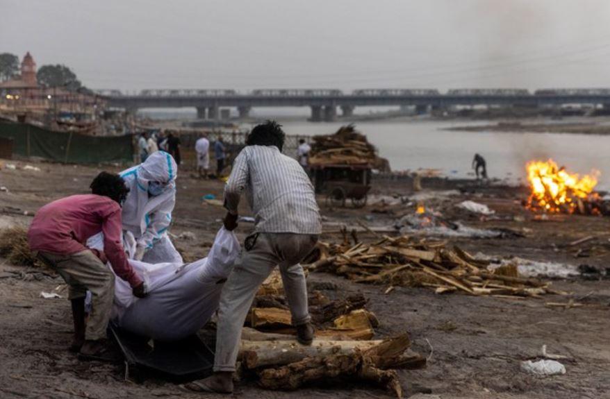 印度集團式「偷染疫死者衣物」 送市場「當新衣販賣」