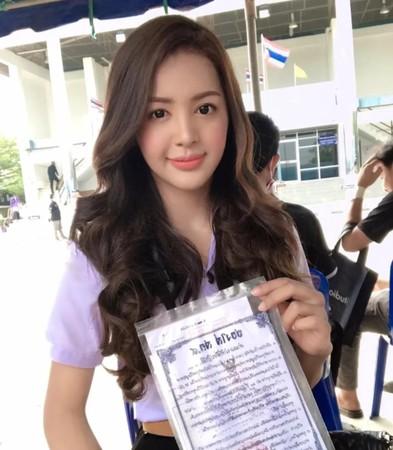 泰國兵種抽籤日「一整排正妹」!她被叫號...全場爆歡呼