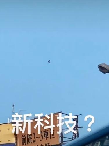 台中出現「鋼鐵人」?揹「噴射背包」飛上天 民眾細看驚:真的是人