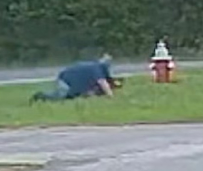 影/陌生男突下車爆衝「想抱走她」 11歲女「神反擊」歹徒下場慘了