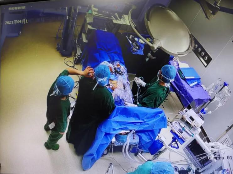女子突手術中醒來!感受「切割肚臍」崩潰:叫不出聲