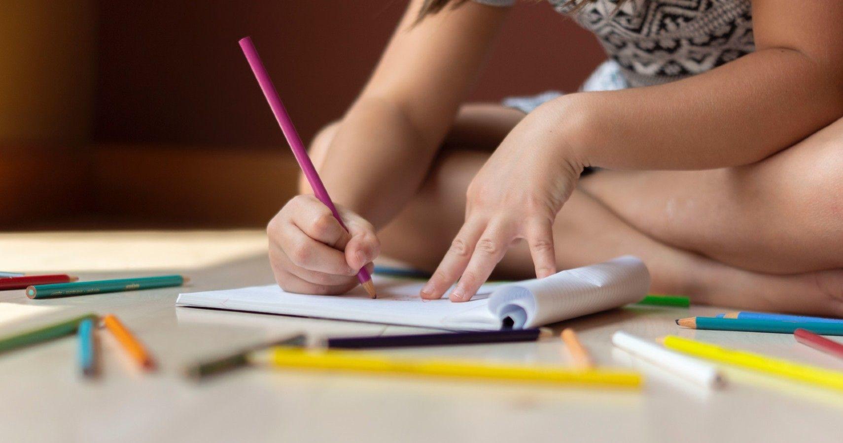 上課不准看漫畫!小學生鑽漏洞「自己畫一本」進擊的巨人 內頁「根本印刷品」