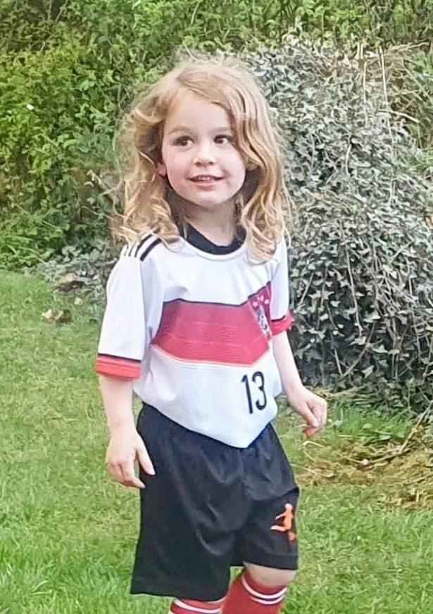 3歲女兒喊「不想當女孩」不穿裙 爸媽「帶她變性」反撃酸民:她自己決定的