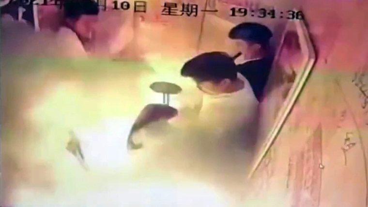 牽電動車搭電梯突爆炸