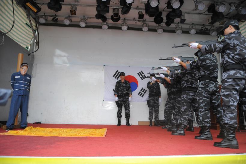 北韓工程師「私售韓劇影音」!妻小500人前「站第一排看行刑」