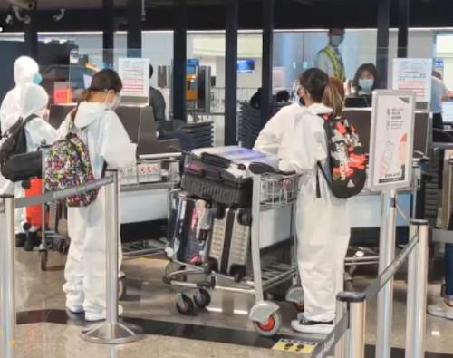 機場出現「逃難潮」揪打國外疫苗?飛美航班超搶手「一位難求」
