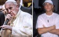 教宗其實是「變老的阿姆」?網舉2大例證:拿麥都像在diss人