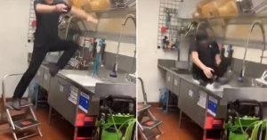 影/洗碗槽「當浴缸跳水」玩深水炸彈!速食店員被批嗆:提離職了
