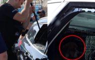 警察「破高溫車窗」救狗狗 主人氣炸:幹嘛砸我窗戶?