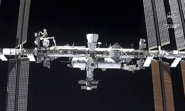 人為垃圾多到「撞破太空站」 「時速2.8萬里猛衝」太空人生命堪憂