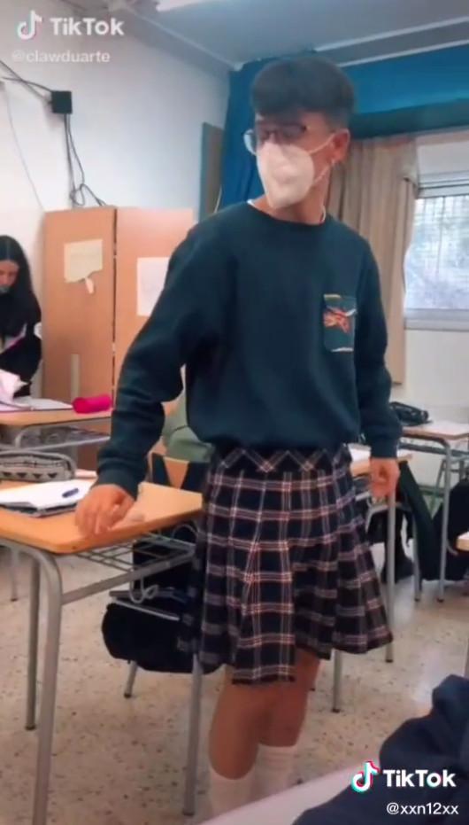 15歲少年穿裙遭退學!男老師一起「穿裙子上課」力挺:衣服沒有性別