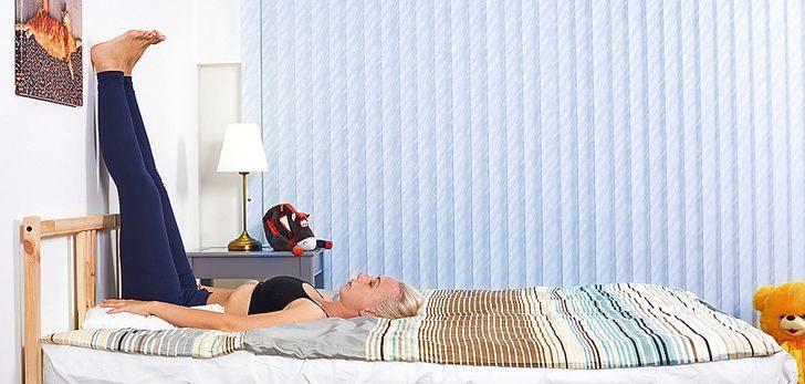 生活壓力大睡不了?6個簡單「床上動作」幫你快速入睡