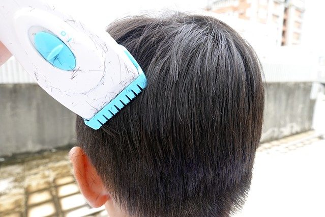 弟弟剪頭髮