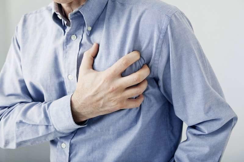 無症狀感染!新冠隱形殺手「快樂缺氧」 有「胸悶等4症狀」儘速送醫