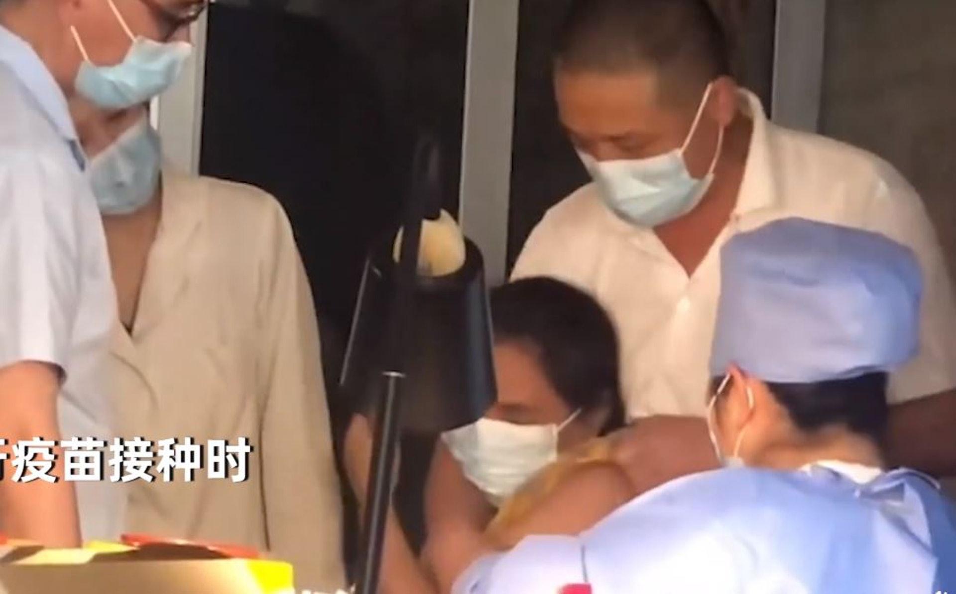 女子打疫苗「怕針爆哭」 老公沒安撫反不耐煩「動粗壓制」
