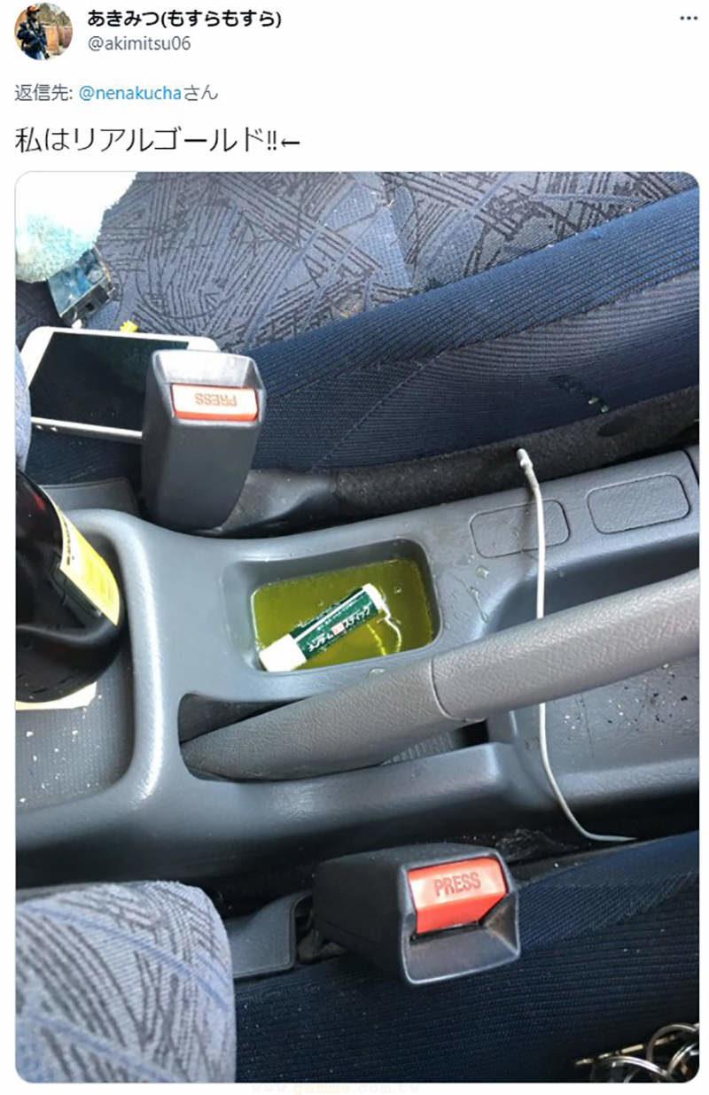 湯打翻在車上