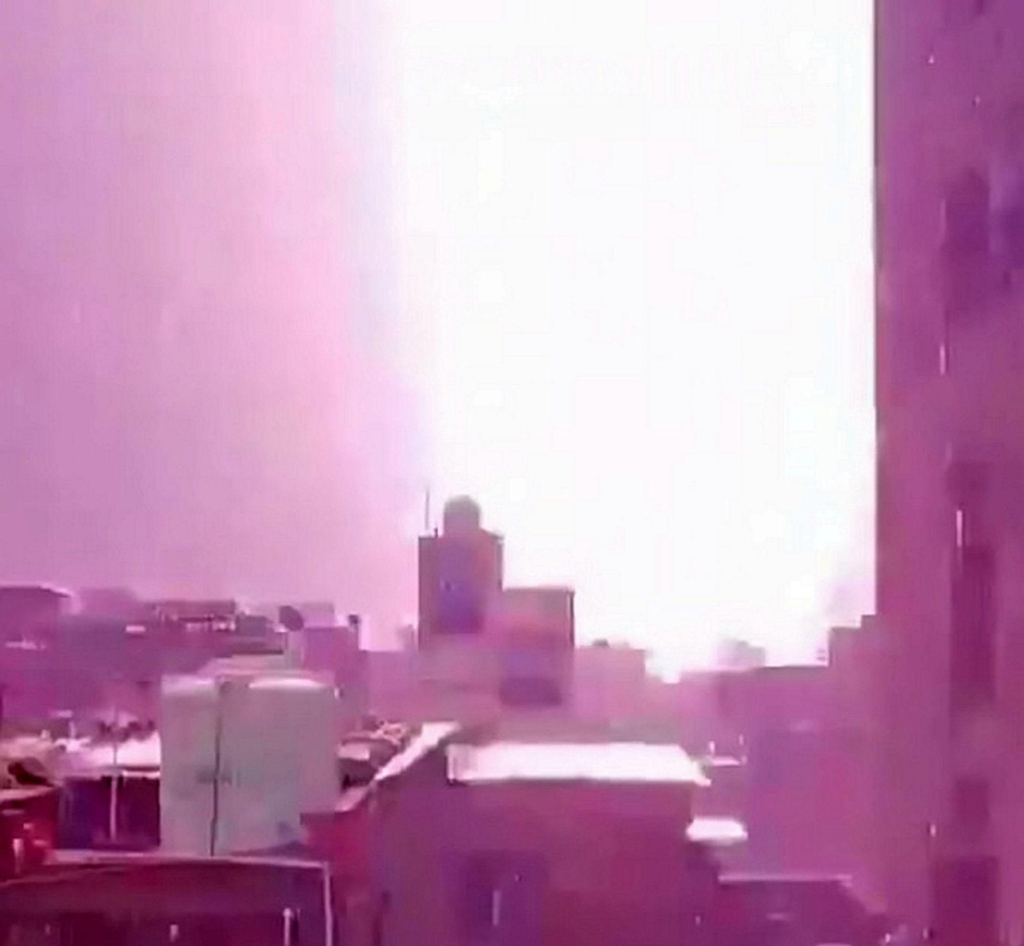 瞭望台自拍遭雷劈
