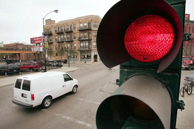 闖紅燈報復男友