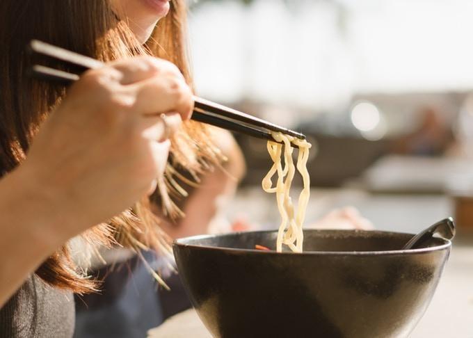 鼻子插筷子