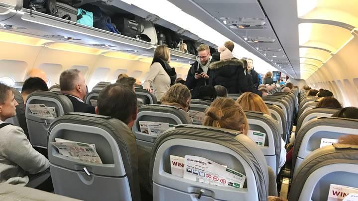 搭機不能亂換座位