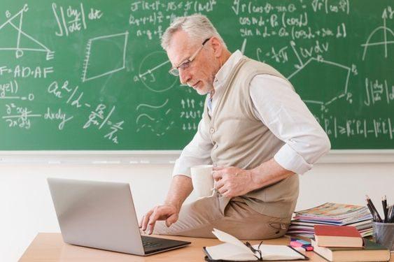 數學老師3年休769天
